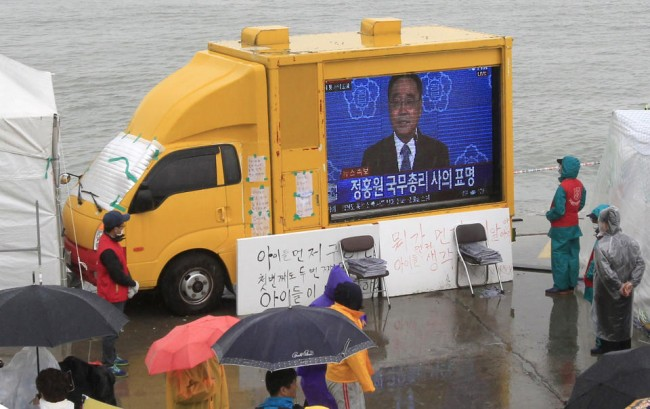 140427-korea-sewol-ferry-prime-minister-chung-2