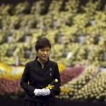 Tống thống Hàn Quốc viếng đài tưởng niệm các nạn nhân phà Sewol