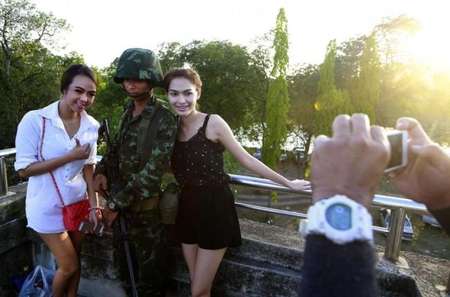 140520-thailand-bangkok-soldier-01