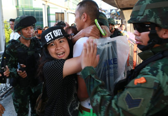 140524-thailiand-coup-anti-coup-02