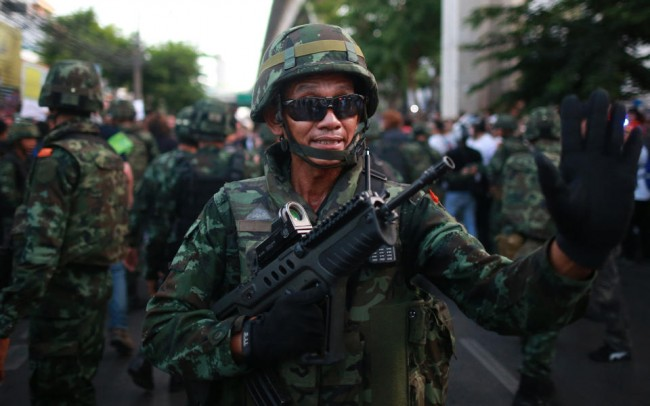 140524-thailiand-coup-anti-coup-04