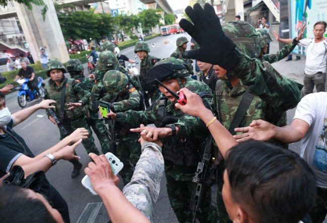 140524-thailiand-coup-anti-coup-05