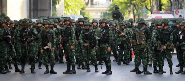 140524-thailiand-coup-anti-coup-07
