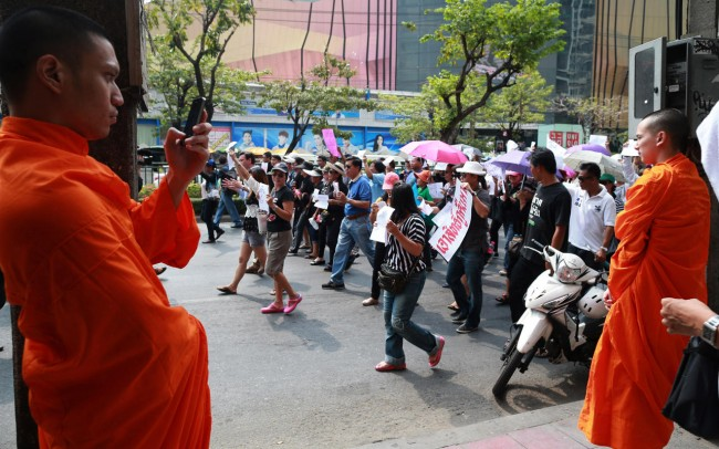 140524-thailiand-coup-anti-coup-11