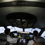 Ráo riết luyện tay lái cho siêu máy bay hàng không Boeing 787 Dreamliner