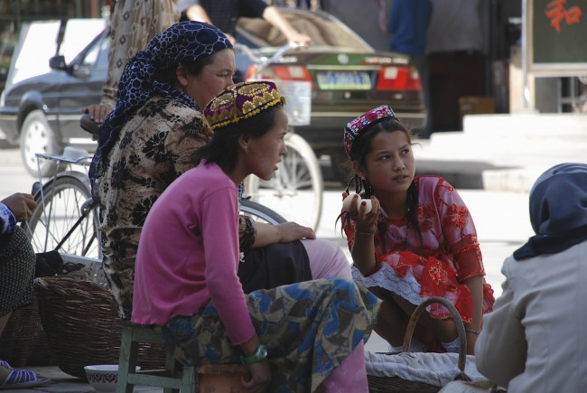 Uighur-women-01