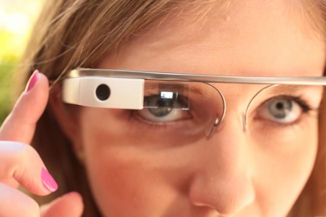google-glass-macro-girl