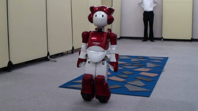 hitachi-EMIEW2-robot-04