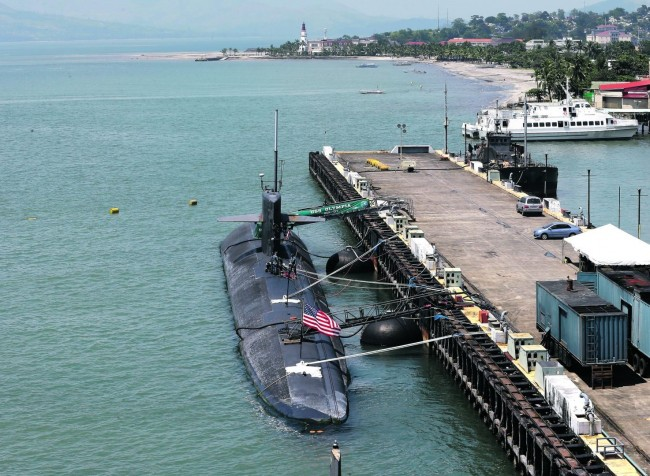 us-submarine-subic-bay