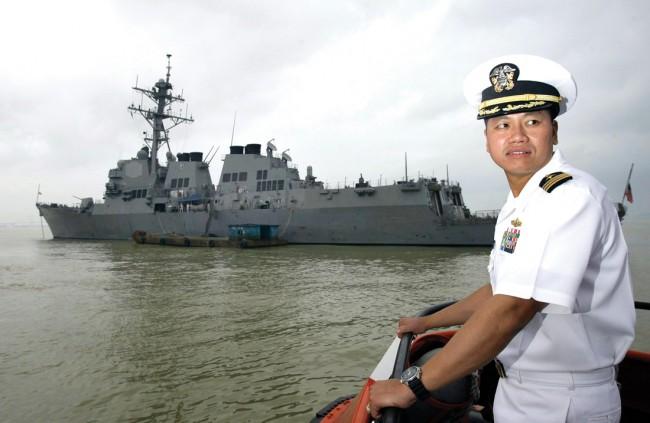 2009-lebahung-USS Lassen danang-02