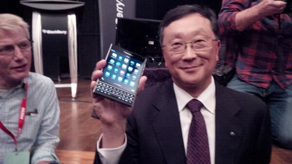 blackberry-passport-john-chen-01