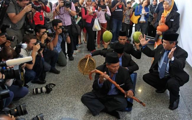 malaysia-mh370-hunting-11