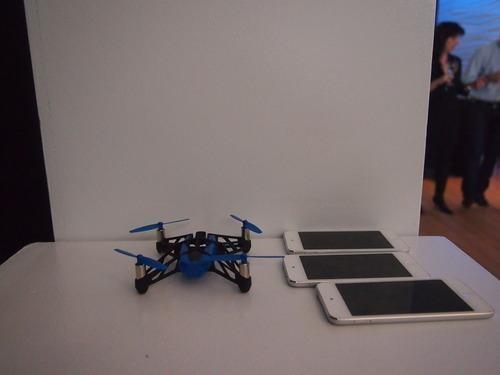 mini-drone-Rolling Spider-01