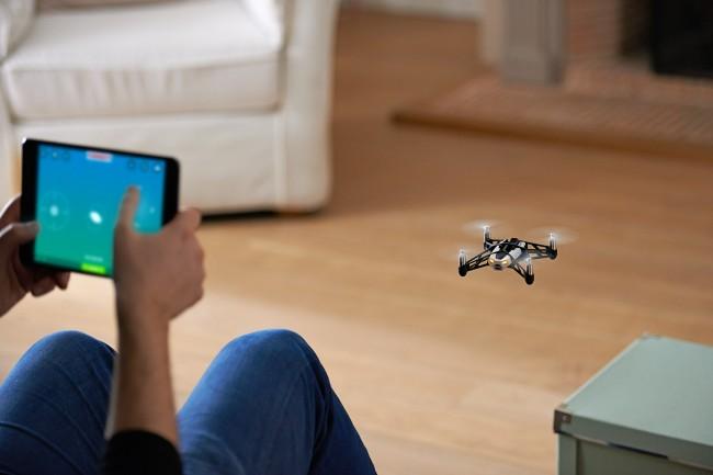 mini-drone-Rolling Spider-03