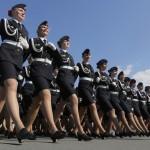 Vì sao nữ cảnh sát Nga bị cấm mặc váy ngắn?