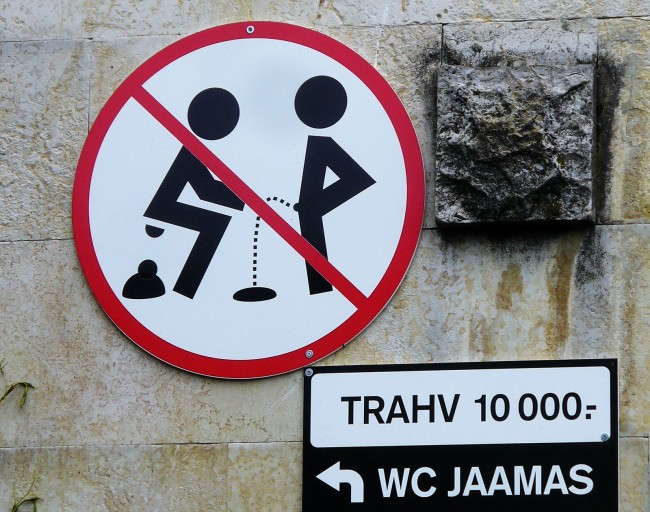 street-urinate-11
