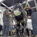 Người liệt dùng công nghệ người máy Iron Man để khai bóng World Cup Brazil