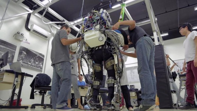 world-cup-2014-Iron Man-like robotic bodysuit-01