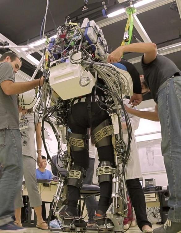 world-cup-2014-Iron Man-like robotic bodysuit-03