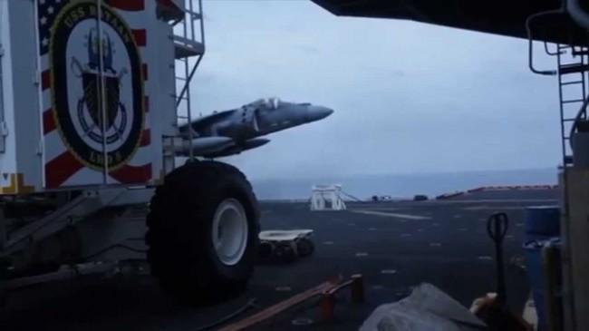 140607- Landing Jet After Gear Malfunction-03