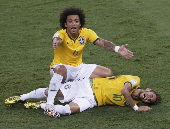 140704-world-cup-brazil-neymar-injury-03