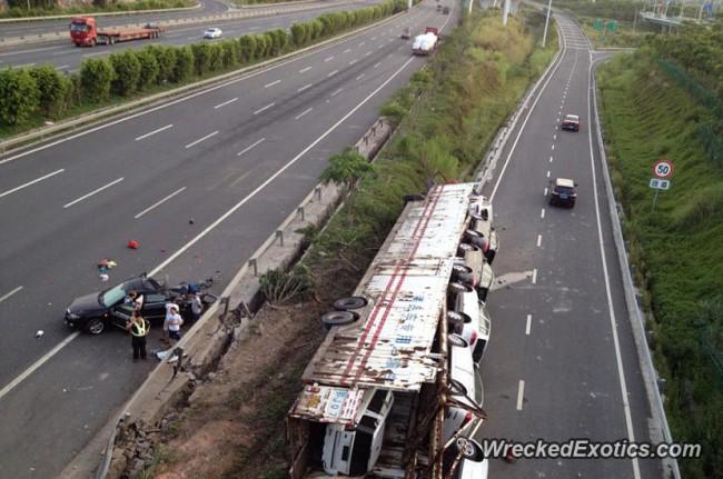 140720-truck-crash-in xiamon-china-05
