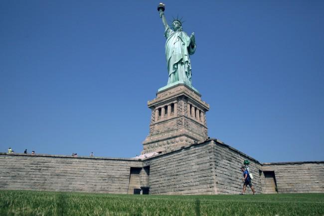 140723-google-trekker-statue-of-liberty-02