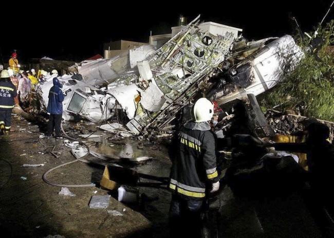 140724-taiwan-plane-crash-08