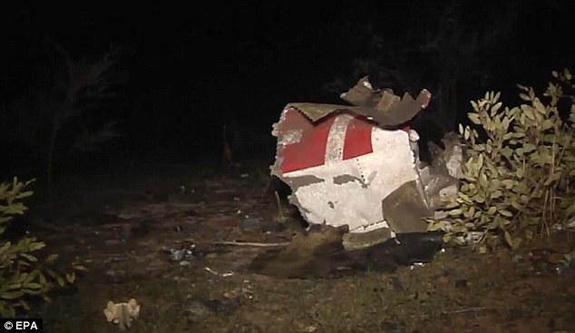 140725-ah5017-algeria-crashed-04