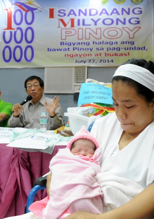 140727-philippines-100 millionth baby-05