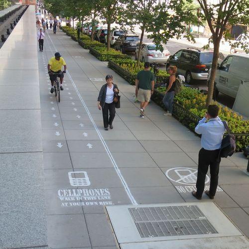 cellphone-sidewalk-lane-2