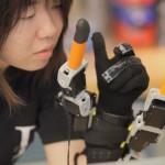 5 ngón tay người + 2 ngón tay robot