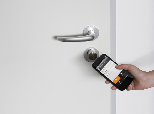 smartphone-unlock-room