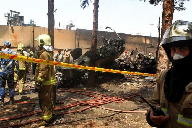 140810-iran-plane-crashed-01