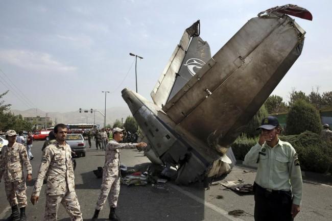 140810-iran-plane-crashed-02
