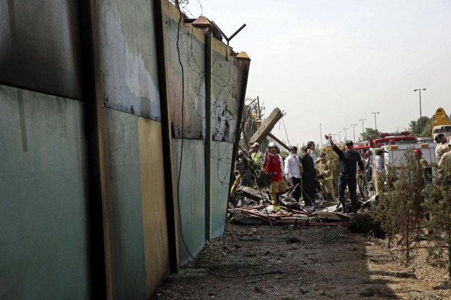 140810-iran-plane-crashed-03