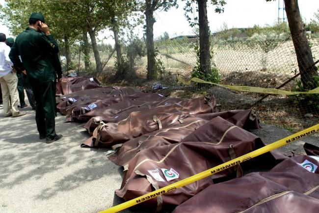 140810-iran-plane-crashed-04