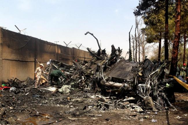 140810-iran-plane-crashed-07