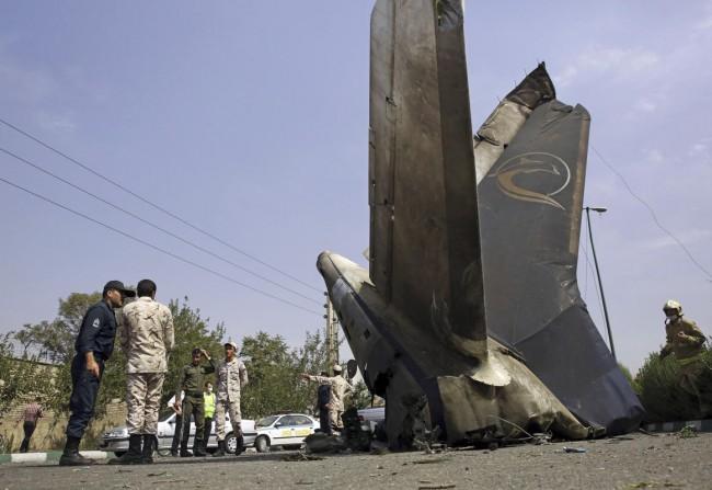 140810-iran-plane-crashed-08