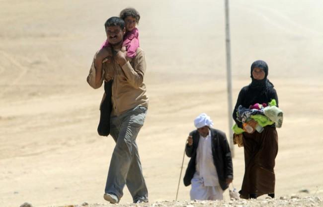 140810-iraq-yazidi-refugees-04