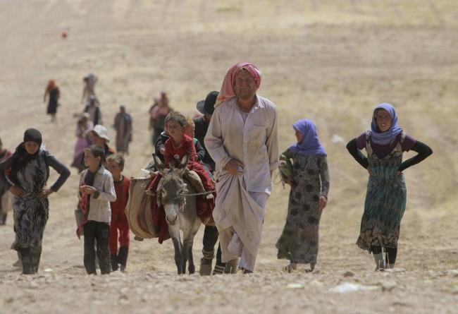 140810-iraq-yazidi-refugees-07