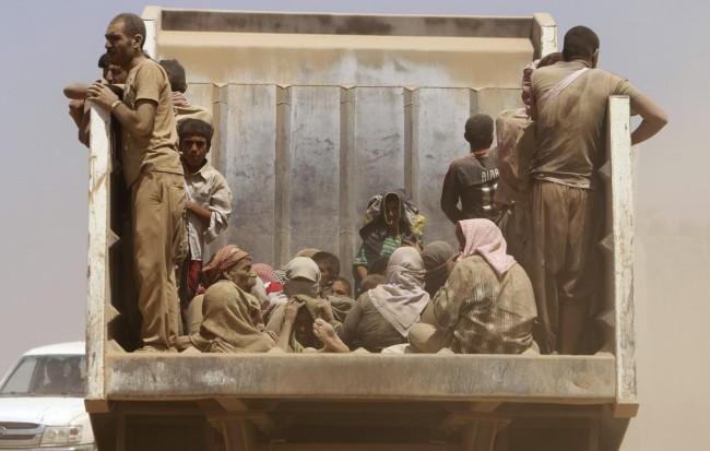 140810-iraq-yazidi-refugees-08