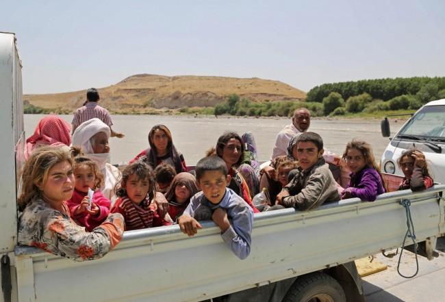 140810-iraq-yazidi-refugees-10
