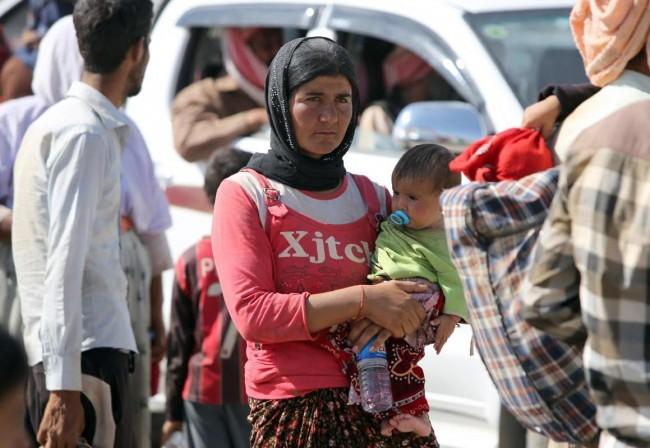 140811-iraq-yazidi-refugees-01