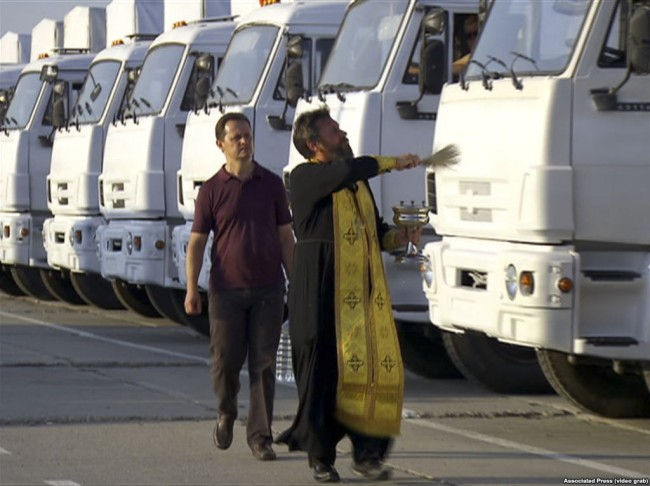140812-russia-aid-trucks-prepare-ukraine-01