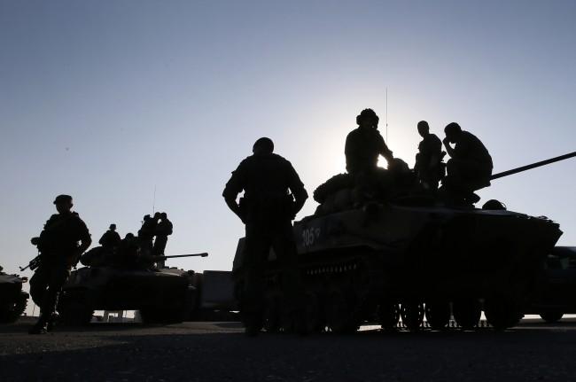 140815-russia-aid-trucks-prepare-ukraine-02