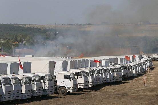 140815-russia-aid-trucks-prepare-ukraine-03