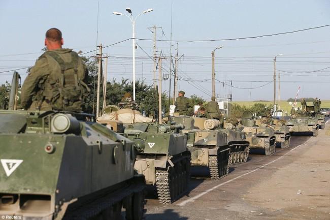 140815-russia-aid-trucks-prepare-ukraine-04