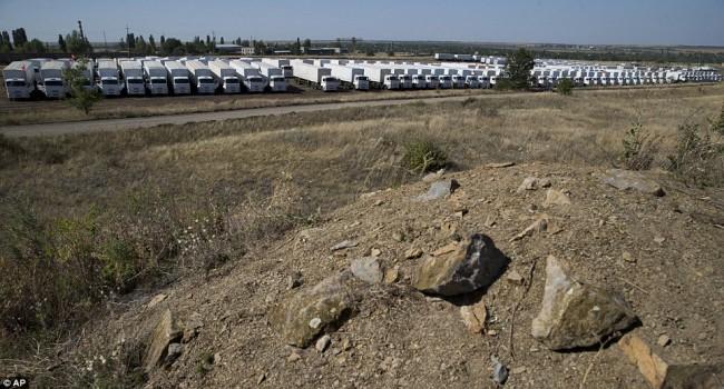 140815-russia-aid-trucks-prepare-ukraine-05
