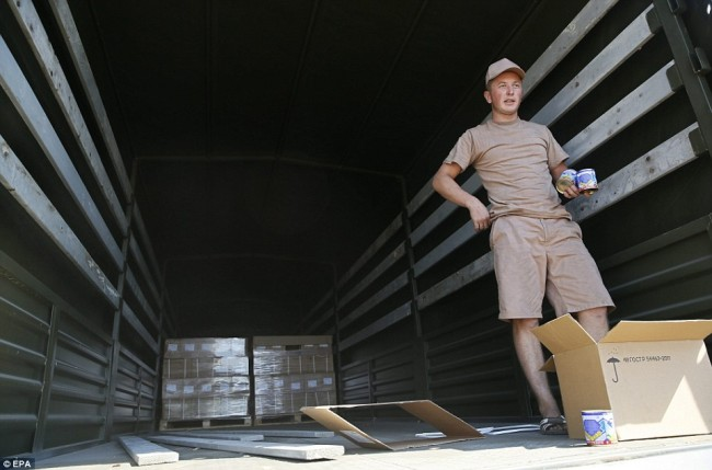 140815-russia-aid-trucks-prepare-ukraine-07